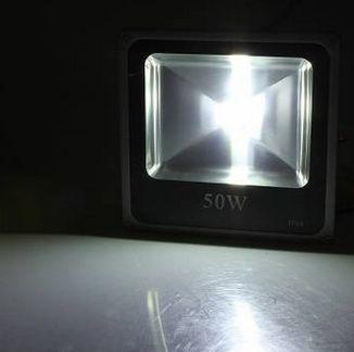 50W COB LED FÉNYVETÕ reflektor hideg fehér IP65 vízálló 4500 lumen